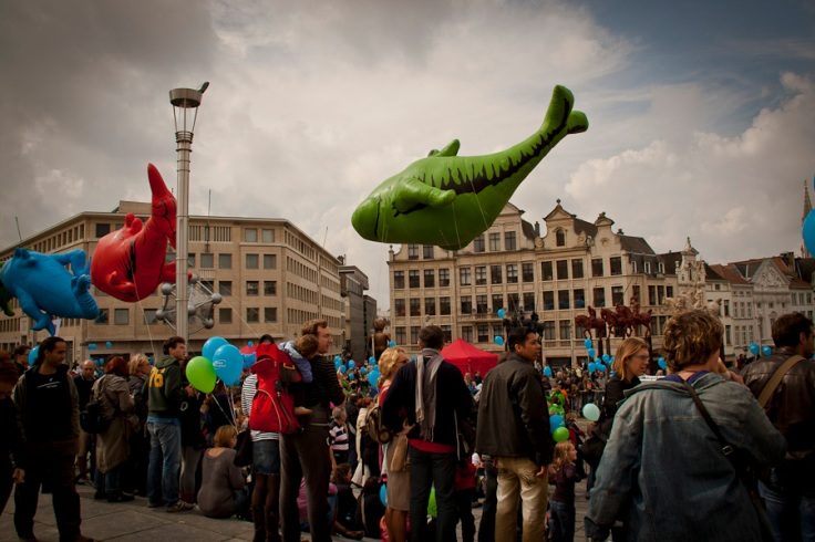 Poissons gonflables dans le ciel (Balloon's Day Parade, Bruxelles) - Photo : Fred Giet (Gilderic)