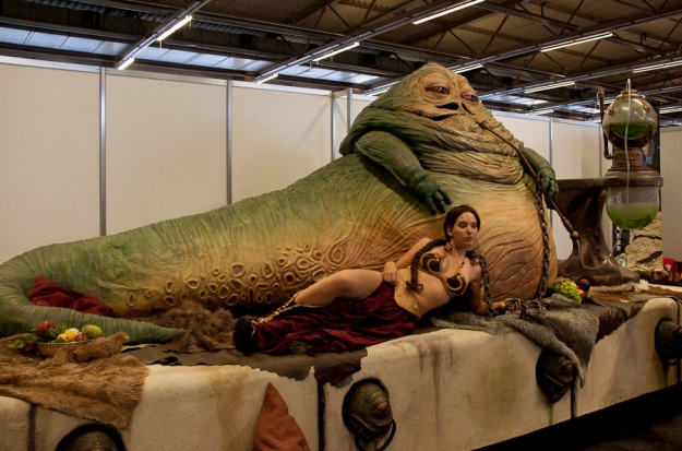 Jabba the Hutt & sexy Princesse Leia (Cosplay Star Wars, FACTS 2010) - Photo : Gilderic