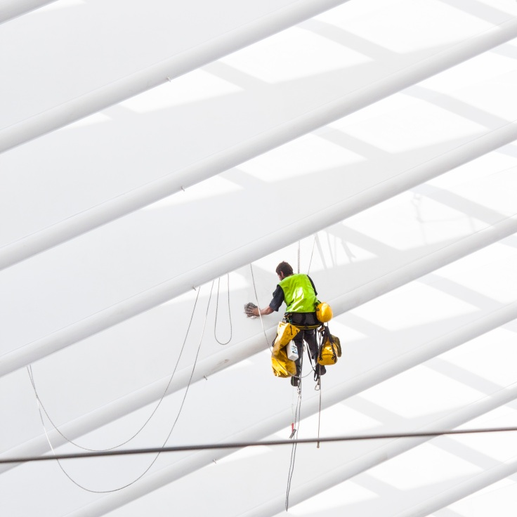 Spiderman à l'oeuvre... (Liège-Guillemins) - Photo : Gilderic