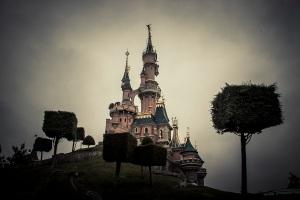 Dark Disney : dark side of the dream (castle, Disneyland Resort Paris) - Photo : Gilderic