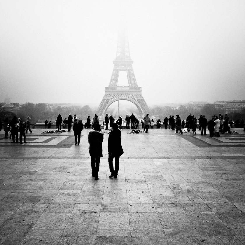 Paris : la Tour Eiffel dans la brume - Photo : Gilderic