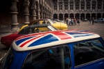 Rallye BD à Liège : voitures de collection dans la cour du Palais des Princes Eveques - Photo : Gilderic