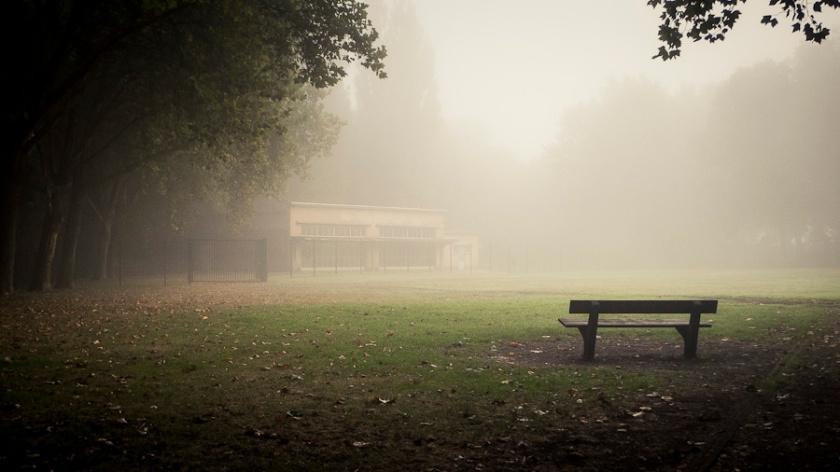 L'école dans la brume (Peville, Grivegnée) - Photo : Gilderic