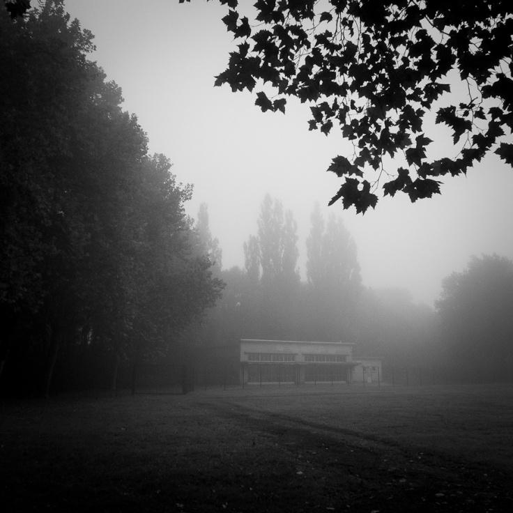 Ecole dans la brume, plaine de Péville, Grivegnée - Photo : Gilderic