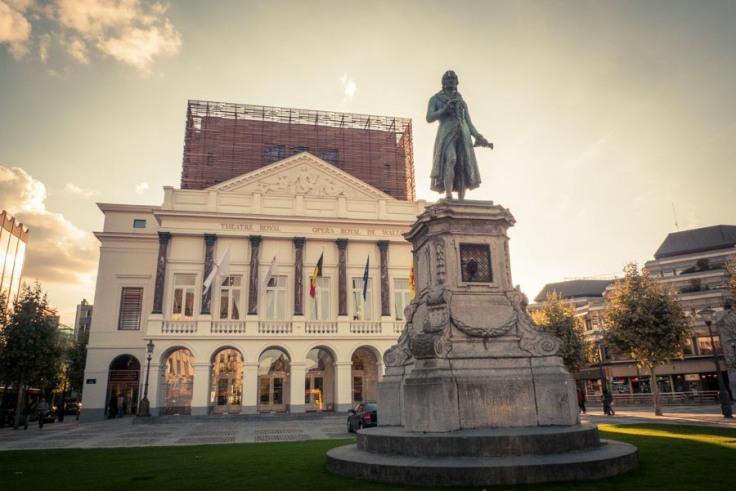 Opéra de Wallonie rénové et statue de Grétry (Photo : Gilderic)