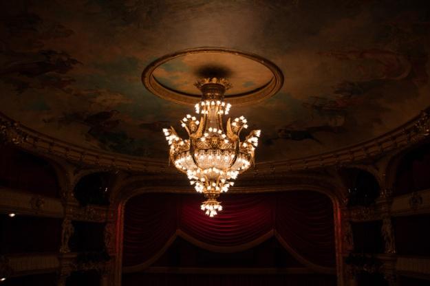 Opéra Royal de Wallonie rénové : le lustre (Photo : Gilderic)