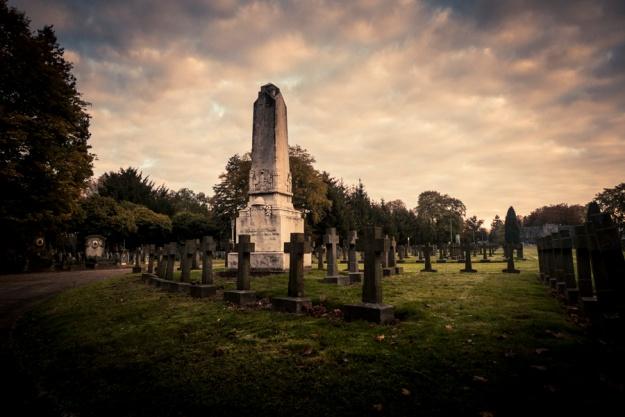 Autumn Fantasy : lever de soleil au cimetière (Robermont) - Photo : Gilderic