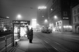Waiting for the last tramway - Une nuit à Bratislava - Photo : Gilderic