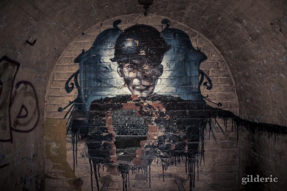 Le soldat transpercé (graffiti) - Fort de la Chartreuse, Liège - Photo : Gilderic