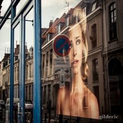 La femme à la fenêtre - Vieux Lille - Photo : Gilderic
