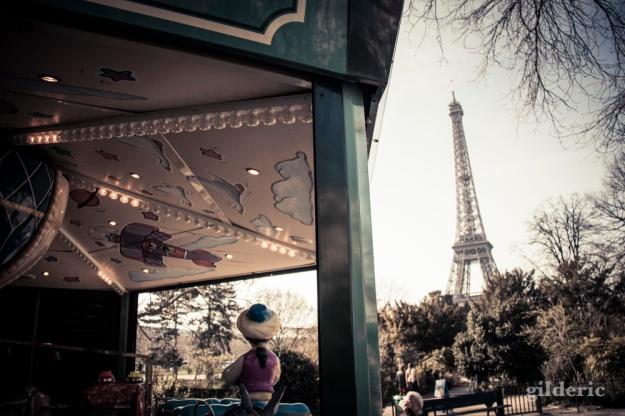 Printemps à Paris : Champs de Mars et Tour EIffel - Photo : Gilderic