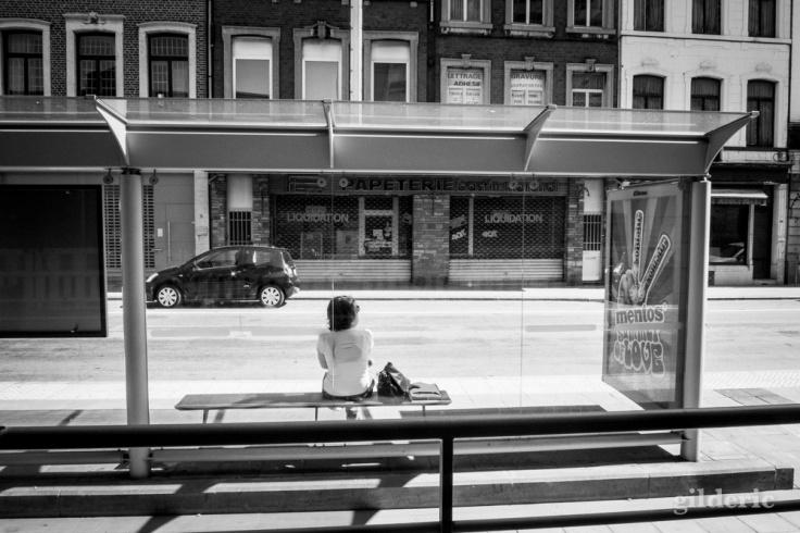 En attendant le bus (Liège,Médiacité) - Photo : Gilderic