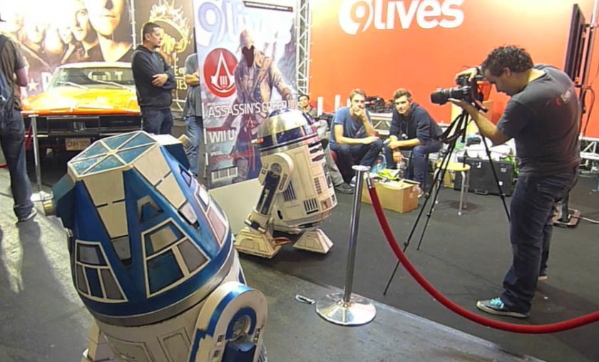 R2-D2 prend la pose (FACTS 2012)