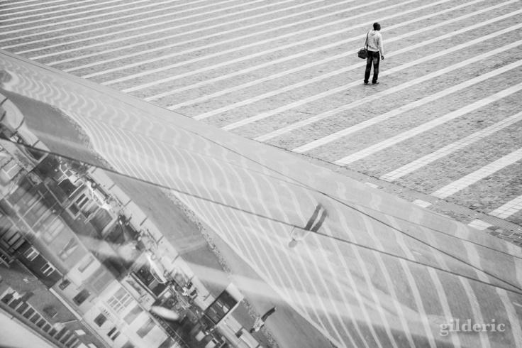 Le reflet brisé (Gare de Liège-Guillemins) - Photo : Gilderic