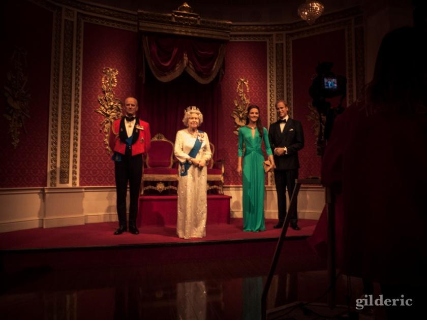 La Reine Elisabeth, William et Kate chez Madame Tussauds