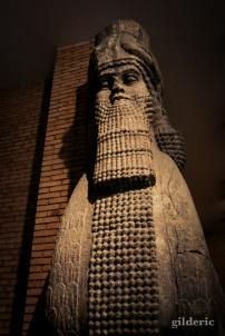 Statue colossale de Lion ailé assyrien