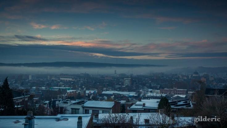 Brume du matin sur la vallée de Liège - Photo : Gilderic
