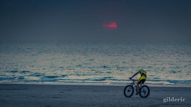Vélo et coucher de soleil - Blankenberge - Photo : Gilderic
