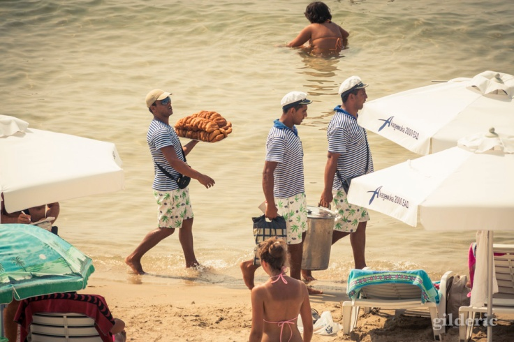 Room-service à la plage - Nessebar, Bulgarie - Photo : Gilderic