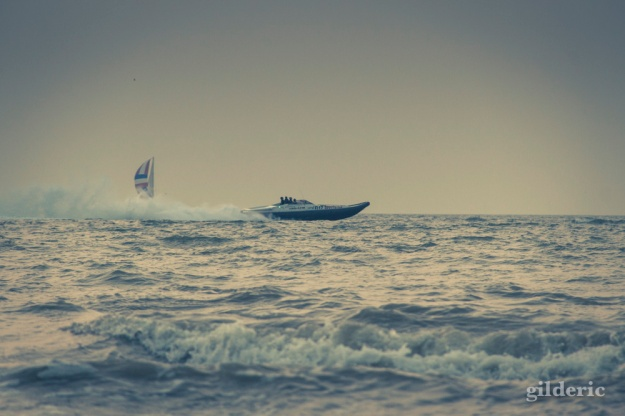 Hors-bord à toute vitesse - Blankenberge - Photo : Gilderic