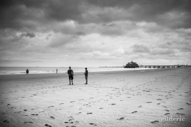 Le Pier et la plage de Blankenberge en noir et blanc - Photo : GIlderic