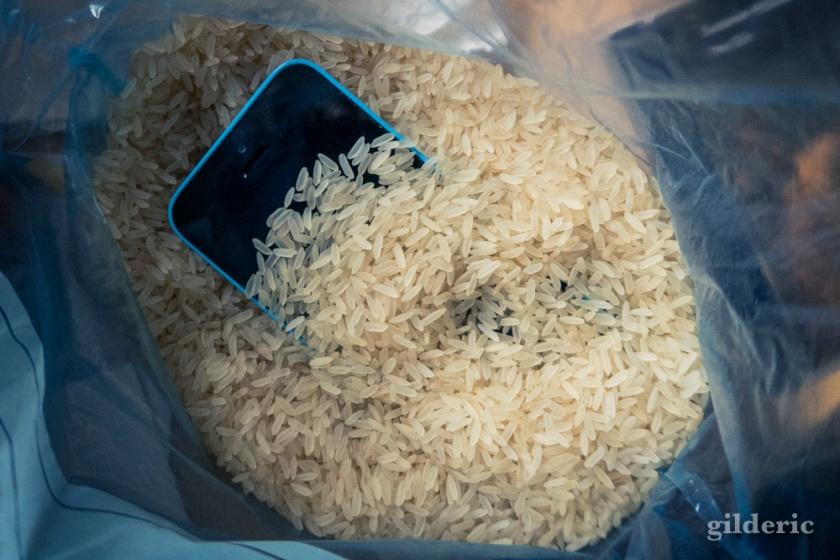 Sauver un iPhone mouillé (avec du riz)