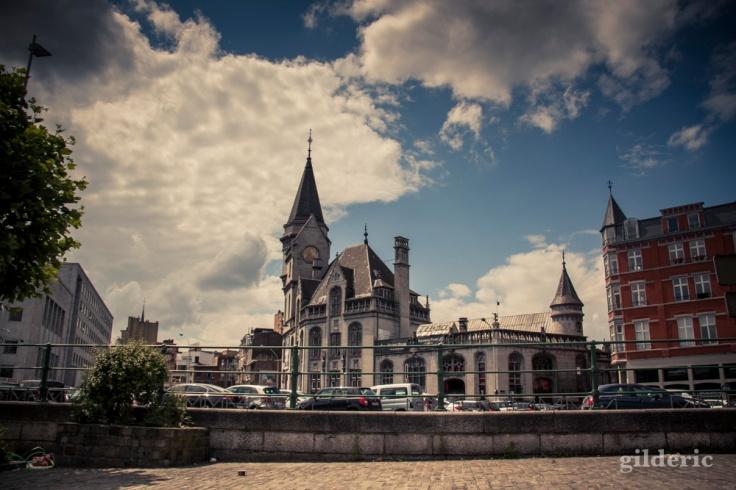 La Grand Poste vue de la navette fluviale de Liège