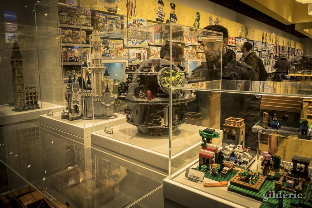 Etoile noire en LEGO, dans la vitrine de la boutique officielle à Cologne.