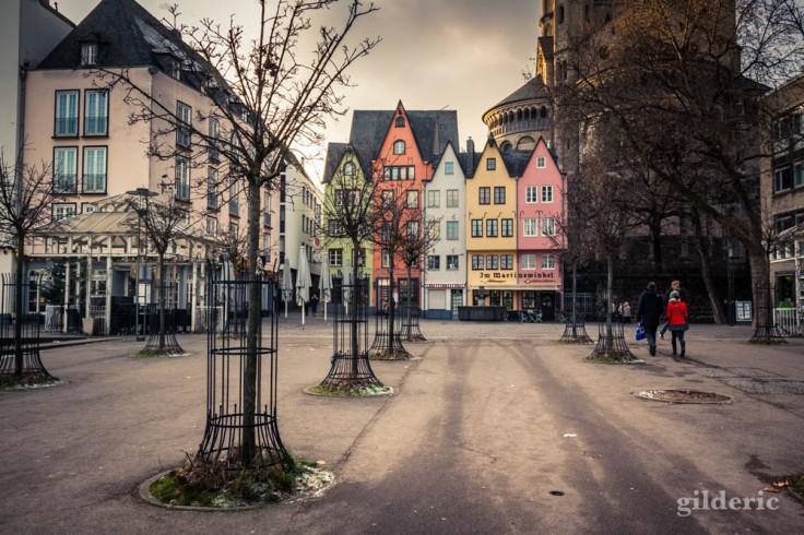 Visiter Cologne : promenade sur les quais en bord de Rhin