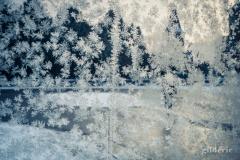 De la glace sur la vitre