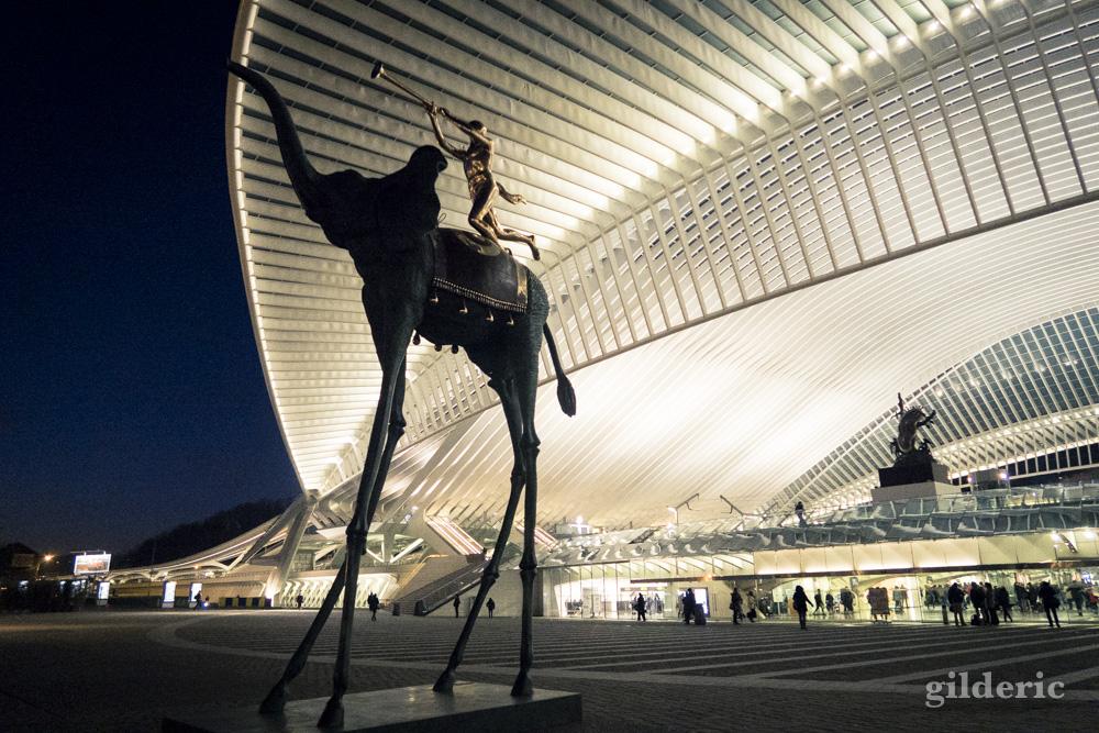 Statue de Dali à la gare de Liège-Guillemins
