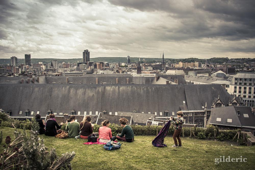 Depuis les Côteaux, un joli point de vue sur les toits du centre historique de Liège