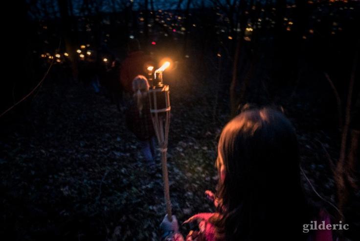 Marche au flambeaux des scouts à la Chartreuse (Liège)