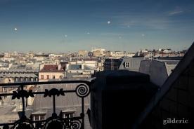 Les cloches au-dessus des toits de Paris