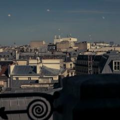 Les cloches dans le ciel à Paris