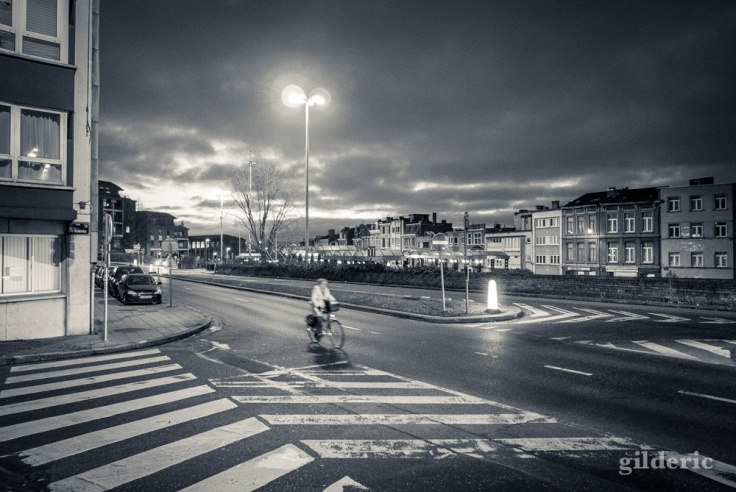 Le matin, la ville appartient aux cyclistes... (Liège)