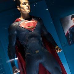 "Costume de Superman porté par Henry Cavill dans ""The Man of Steel"" et ""Batman vs Superman""."