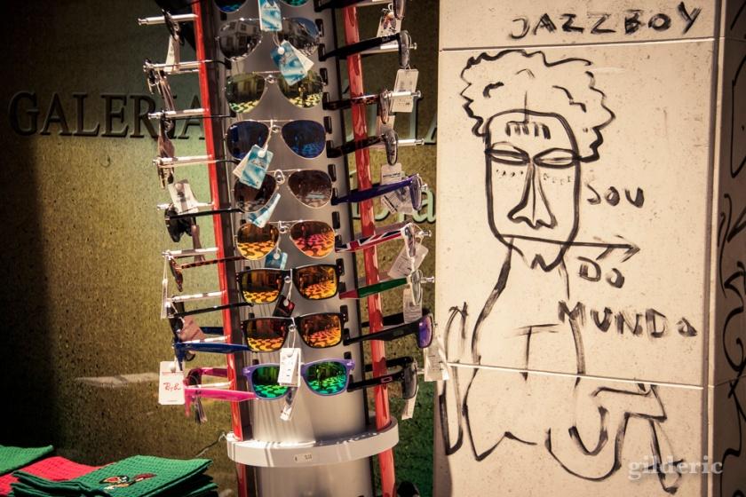 Street art et lunettes de soleil