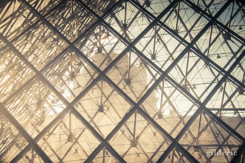 Pyramide du Louvre (détail)
