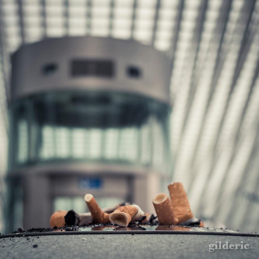 Le cendrier et la gare futuriste