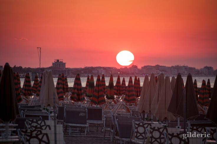 Coucher de soleil sur la plage de Cattolica