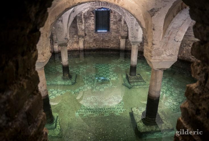 Crypte inondée de la basilique Saint-François (Ravenne)