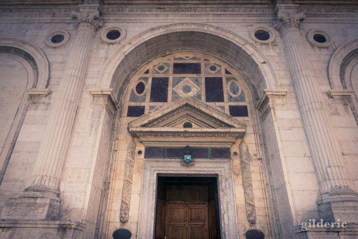 Entrée du Temple Malatesta à Rimini