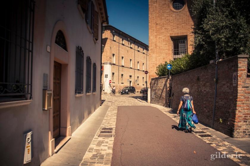 Promenade dans les vieilles rues de Rimini