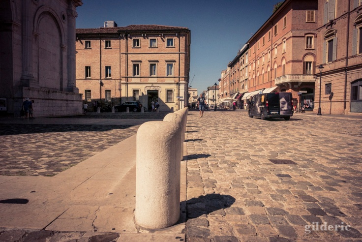 Devant le Temple Malatesta (Rimini)