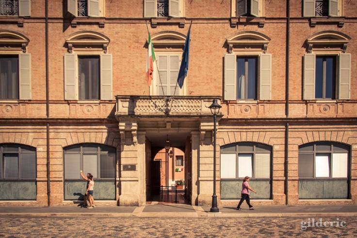 En face du Temple Malatesta à Rimini