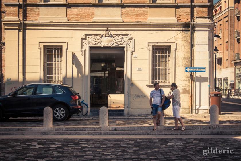 Touristes faisant une pause (à Rimini)