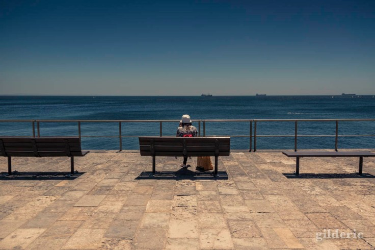 Seule face à la mer (Cascais, Portugal)