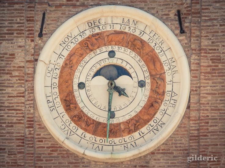 Horloge astronomique, Place des 3 Martyrs à Rimini