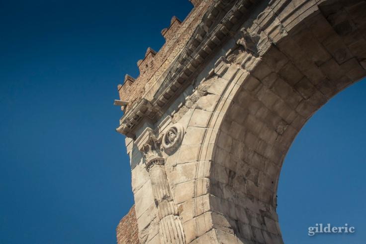 L'Arc d'Auguste (détail) à Rimini